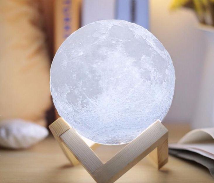đèn để bàn led mặt trăng 3d