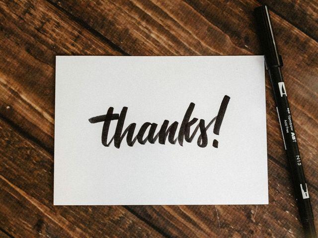 Chớ quên để lại một tấm thiệp nho nhỏ, ý nghĩa khi tặng quà diễn giả nhé!