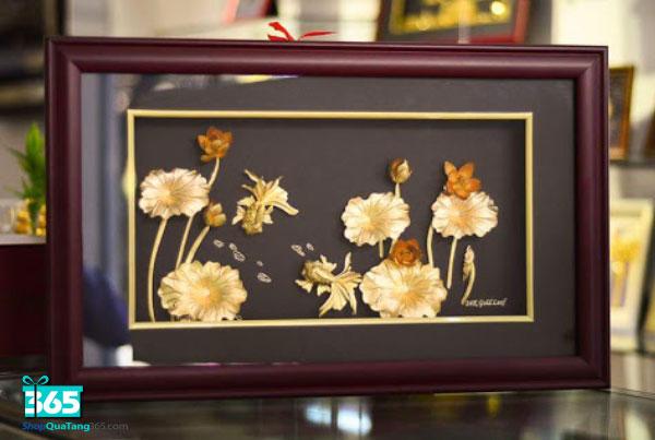 Quà tặng tranh hoa sen vàng phong thủy
