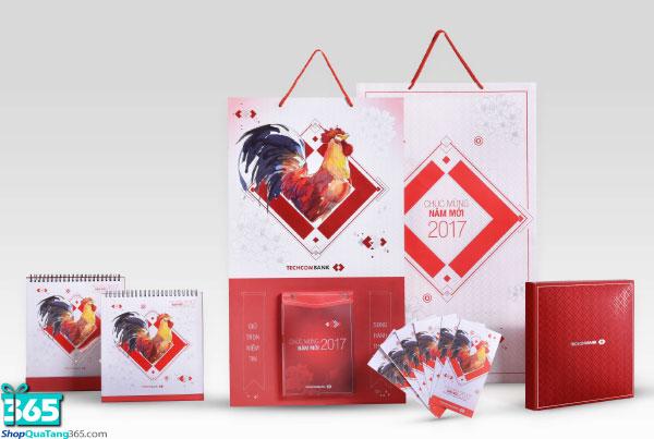 Quà tặng khách hàng - lịch Tết Techcombank
