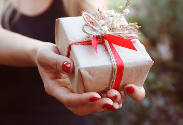 Nên tự mình chuẩn bị những món quà cho người thân
